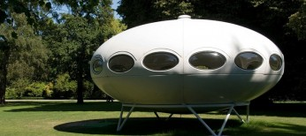 A Futuro house on display at the Christchurch Botanic Gardens New Zealand. Image shot 2007. Exact date unknown.